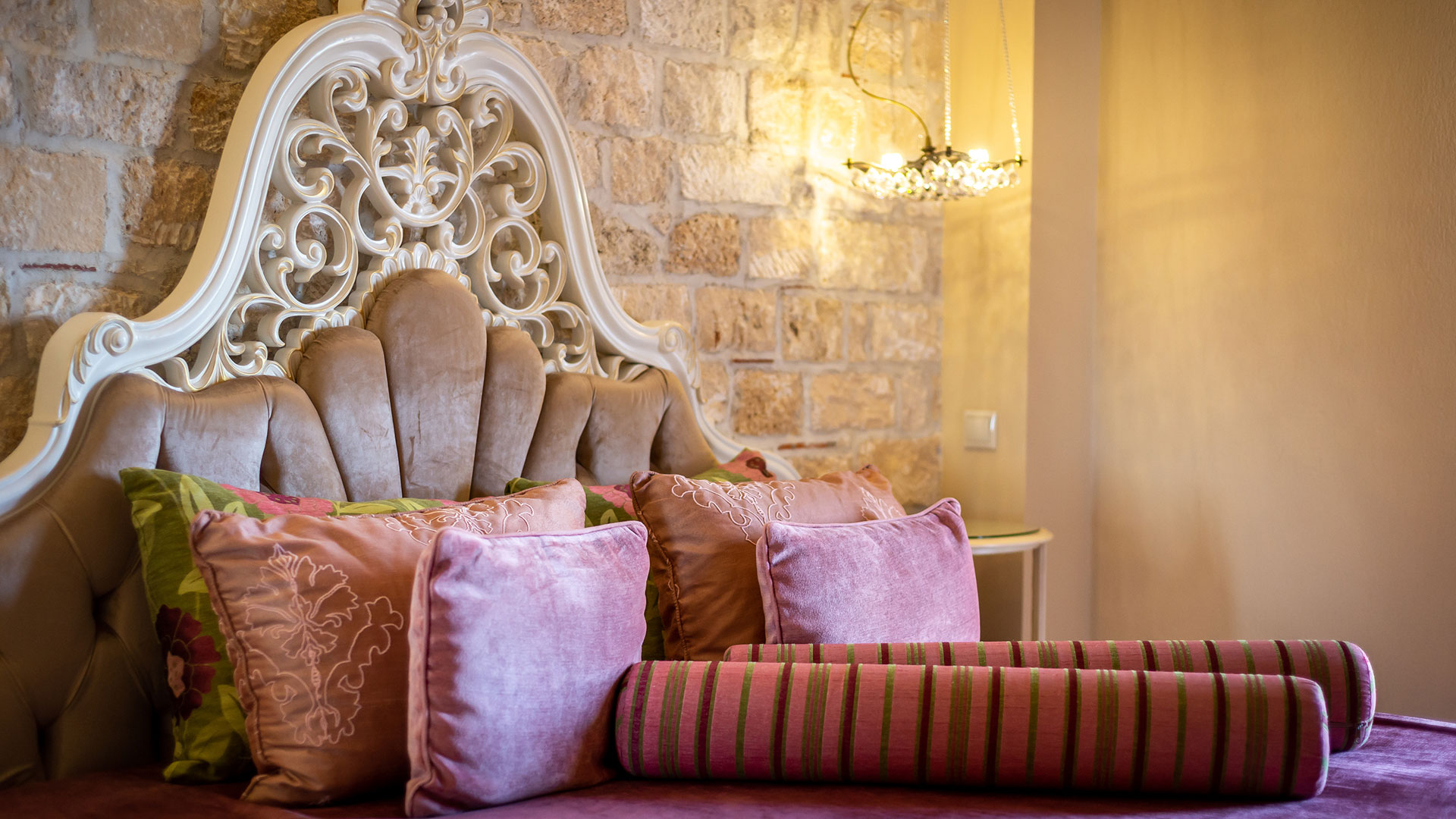 Achtis Hotel is a luxury family hotel in Afitos, Halkidiki.